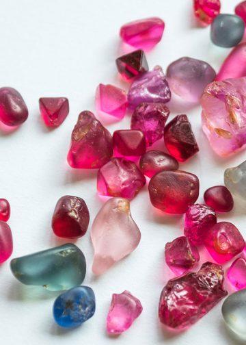 đá spinel tự nhiên là gì