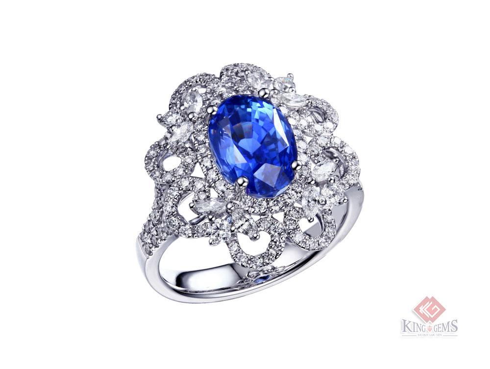Một mẫu nhẫn Sapphire hạt cài kim cương