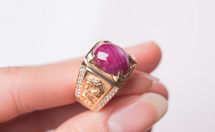 Nhẫn ruby là món trang sức đắng cấp cho nam giới