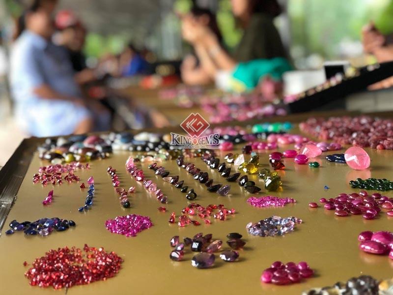 Chợ đá quý Lục Yên: Nét độc đáo của vùng đất Yên Bái 2