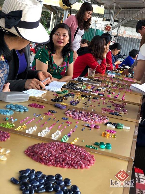 Chợ đá quý Lục Yên: Nét độc đáo của vùng đất Yên Bái 8