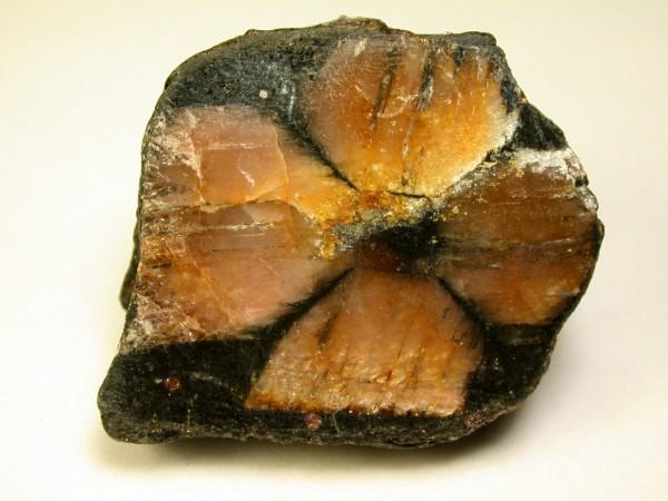 Đá Andalusite là gì? Bạn đã biết gì về đá Andalusite? 1
