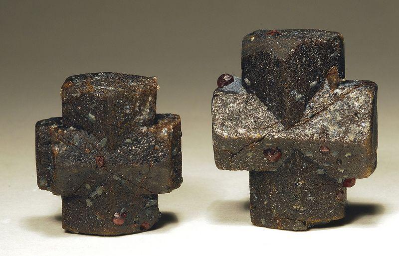 Đá Staurolite là gì? Bạn đã biết gì về đá Staurolite? 2