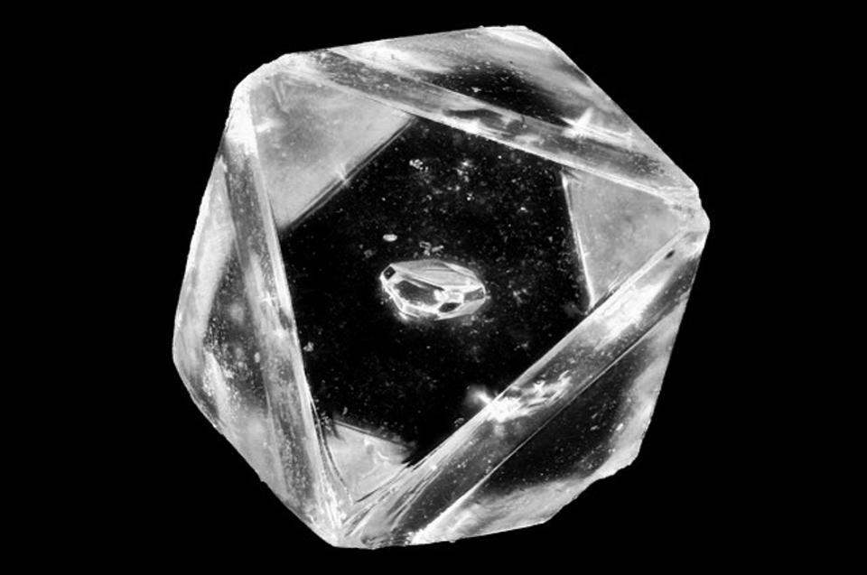 Ai nên đeo kim cương