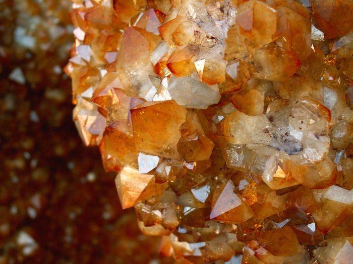 Các loại thạch anh về cơ bản đều có cấu trúc và tính chất nhất quán